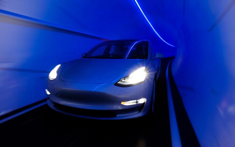 Tesla выпустит новый электрокар для езды по подземным тоннелям