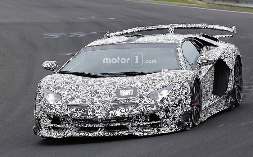 Сверхмощный Lamborghini Aventador SVJ показали на видео