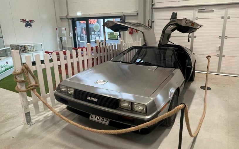Известную по «Назад в будущее» DeLorean продадут в эстонской комиссионке