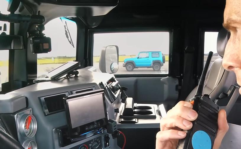 Видео: Hummer H1 сразился в дрэге с Suzuki Jimny