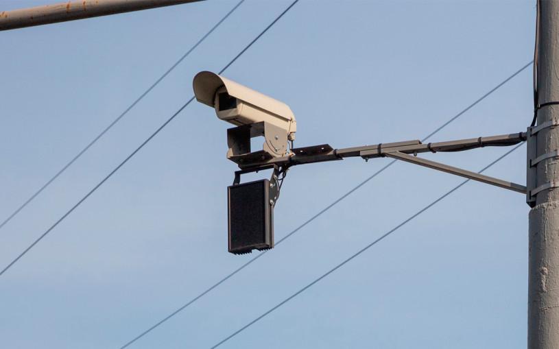 Власти Москвы назвали адреса штрафующих за ремни и телефон дорожных камер