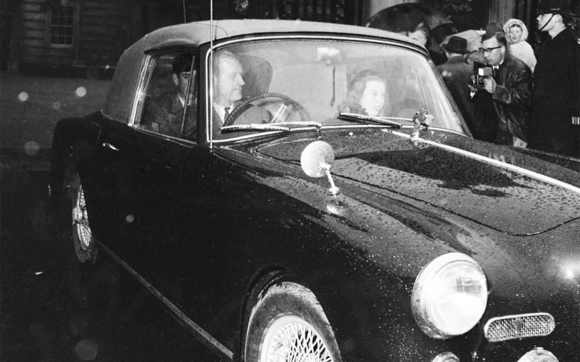 На чем ездил принц Филипп: от Land Rover до Aston Martin