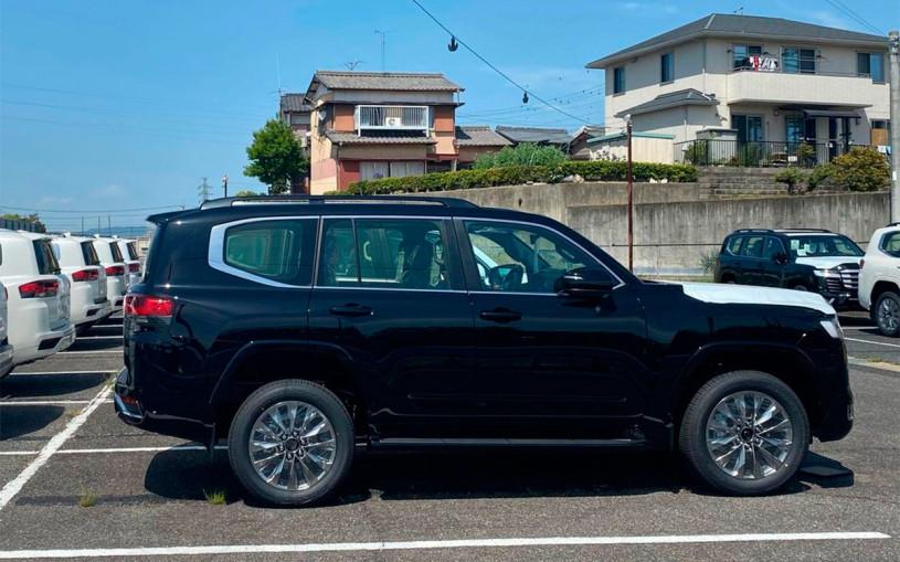 Появились новые фотографии Toyota Land Cruiser 300