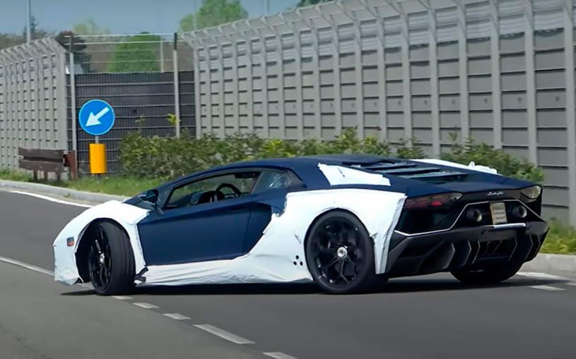 Таинственный спорткар Lamborghini заметили на тестах. Видео