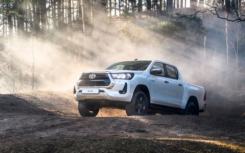 Toyota назвала российские цены на обновленные Fortuner и Hilux