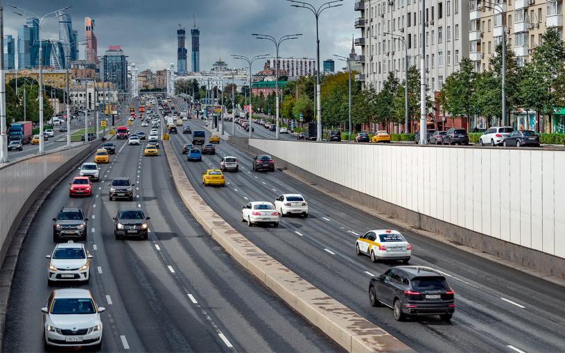 Как ездить в нерабочие дни: действие дорожных знаков разъяснили в МВД