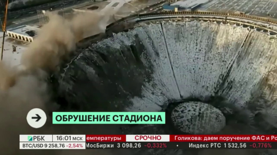St. Petersburg, mái nhà sân vận động sụp đổ bất ngờ khi đang dỡ (VIDEO)