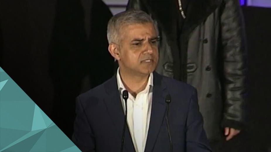 Мэром Лондона стал лейборист Садик Хан Лейборист Садик Хан официально провозглашён мэром Лондона. Впервые столицу Великобритании возглавит мусульманин. Хан набрал 57% голосов, оставив далеко позади консерватора Зака Голдсмита с его 43%.
