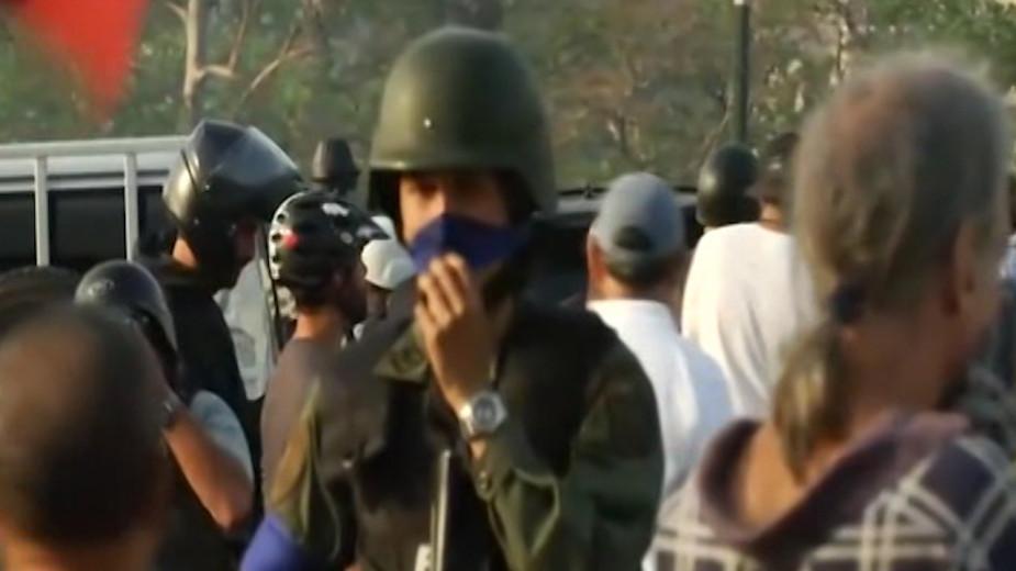 Reuters узнал о перестрелке сторонников Гуаидо с верными Мадуро военными