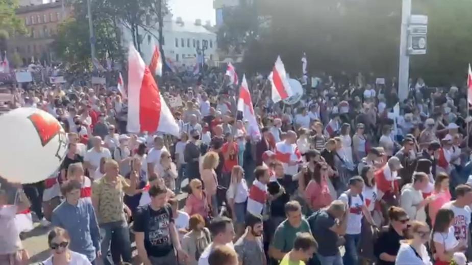 День рождения с автоматом в руках и новый марш к резиденции Лукашенко