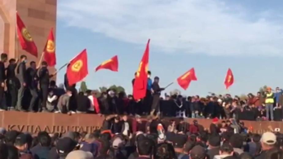 Протесты после выборов в Киргизии. Главное