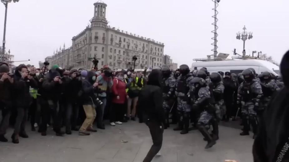 Полиция задержала подравшегося с ОМОНом на митинге в Москве чеченца