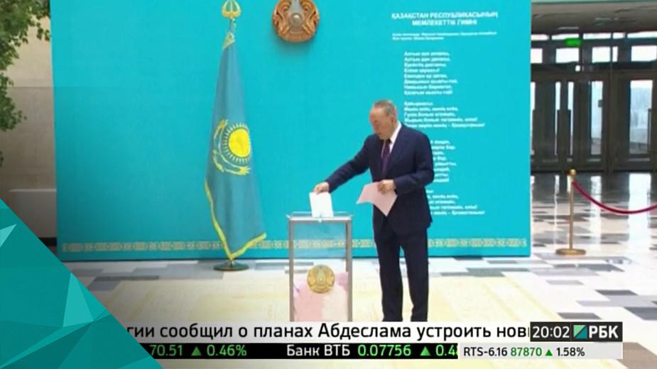 Назарбаев допустил изменение государственного строя Казахстана Нурсултан Назарбаев допустил изменение государственного строя и конституции Казахстана. По его мнению, это стране необходимо. Властные полномочия могут быть перераспределены между президентом, правительством и парламентом, если на то будет воля народа, сказал Назарбаев.