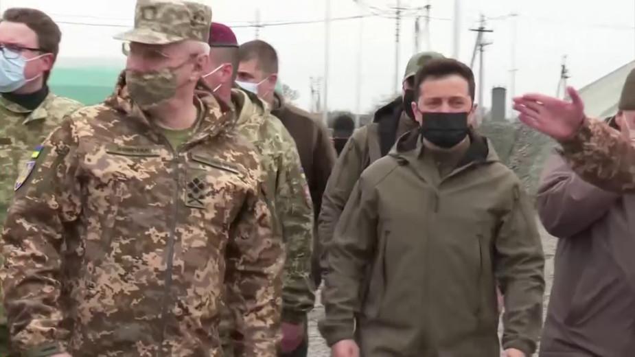 Зеленский посетил украинские войска на границе с Крымом. Видео