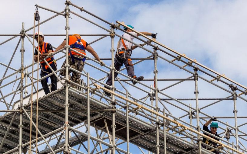 Чем меньше строительная фирма, тем больше она привлекает мигрантов – как легальных, так и нелегальных