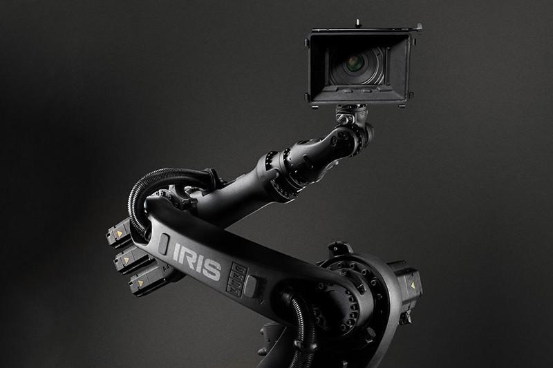 Самонаводящийся робот компании Bot & Dolly (купленной впоследствии Google) участвовал в съемках «Гравитации» Альфонсо Куарона в качестве оператора