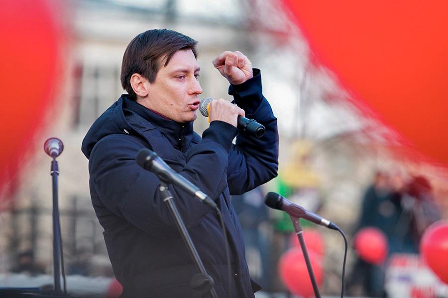 Дмитрий Гудковна митинге против отмены выборов мэра Екатеринбурга. 2 апреля 2018 года