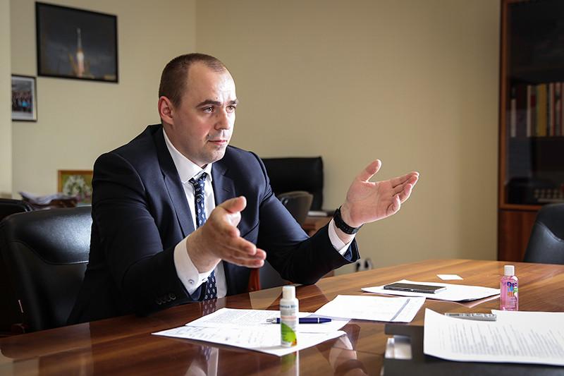 Министерство промышленности инауки Свердловской области Андрей Мисюра возглавил всего год назад, адоэтого работал главным конструктором вУральской производственной компании, разрабатывающей установки натвердооксидных топливных элементах. Эта компания изЕкатеринбурга— резидент ядерного кластера «Сколково» с сентября 2011 года