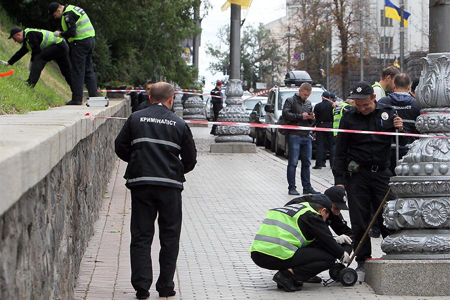 Взрыв возле здания правительства Украины в Киеве