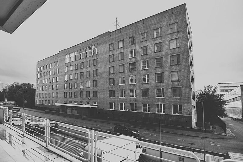 В 1994 году Александр Шохин, тогда министр экономики России, передал ВШЭ два здания. Одно из них на Кочновском проезде, бывшее НИИ планирования и нормативов при Госплане