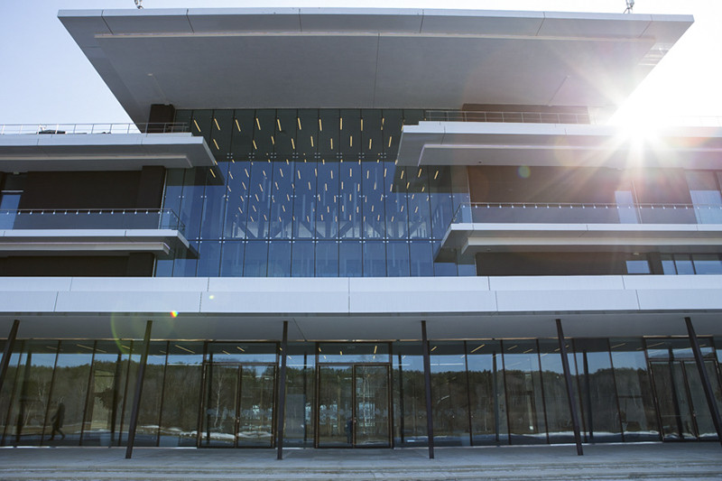 Первый камень будущего кампуса был заложен в небольшой подмосковной деревне Аносино рядом с излучиной Истры в 2010 году. Свои двери университет открыл в конце 2014 года