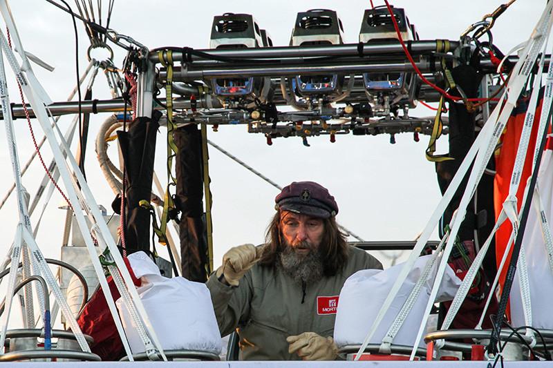 Российский путешественник Федор Конюхов передстартом кругосветного полета навоздушном шаре «Мортон»