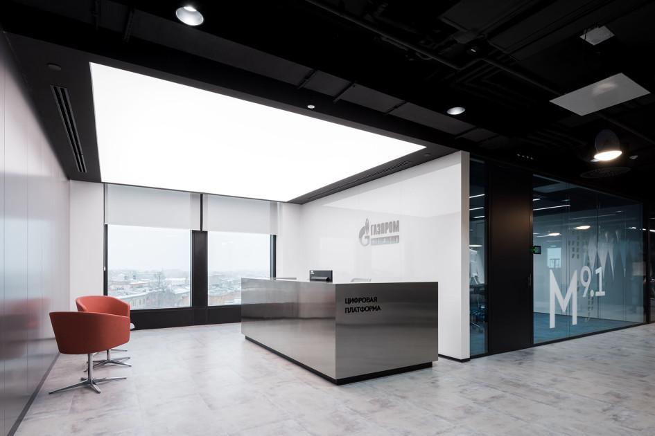 Зона ресепшн нового цифрового офиса «Газпром нефти» в Санкт-Петербурге