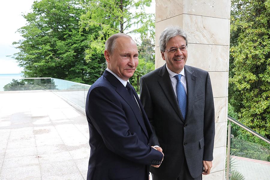 Владимир Путин и Паоло Джентилони (слева направо)