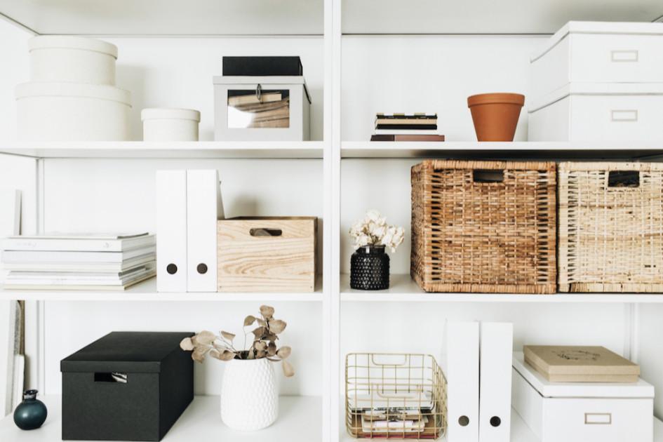 Первое, с чего нужно начать весеннее обновление в квартире, — навести порядок
