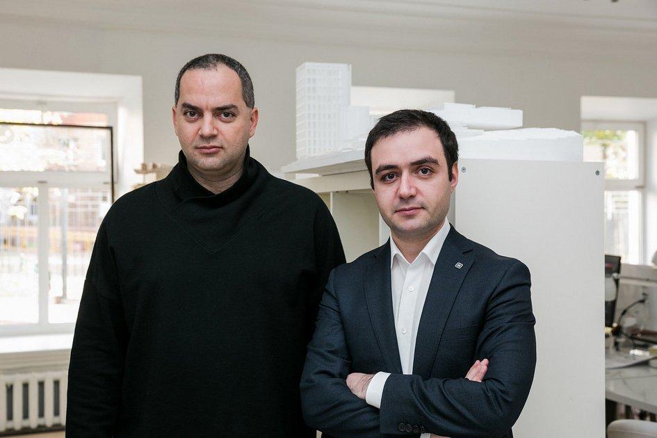 Айк Навасардян (слева) иРубен Аракелян в мастерской WALL