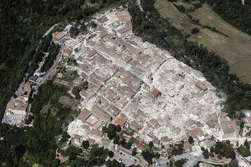 Вид на город Аматриче после землетрясения в Италии