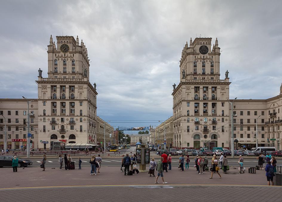 Вид на архитектурный комплекс «Ворота Минска»на Привокзальной площади