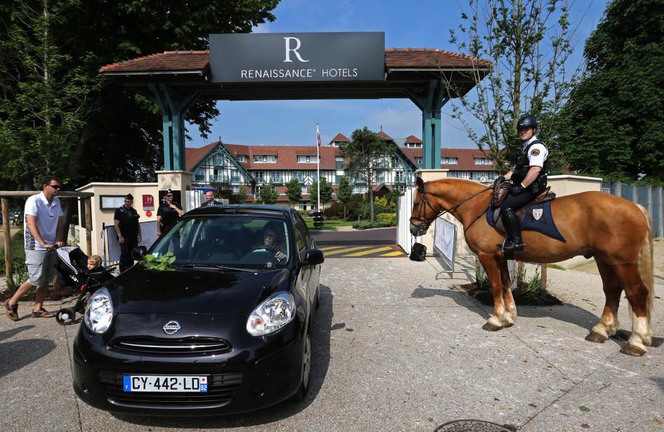 Полиция охраняет базу сборной России во Франции