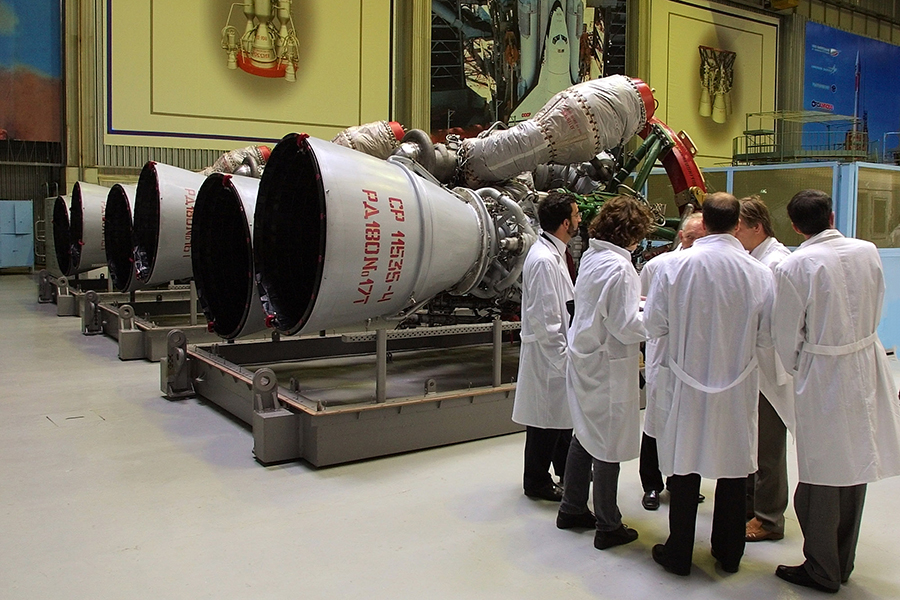 Двигатели РД-180 на предприятии «Энергомаш». 2002 год