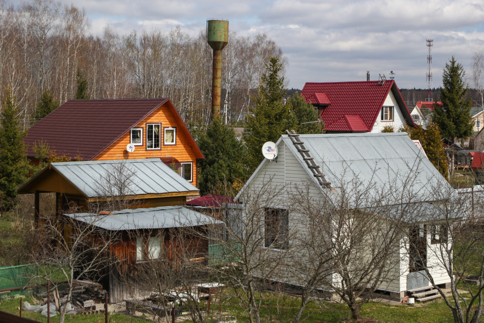 Самые бюджетные дачи можно найти в дальнем Подмосковье (от 100 км МКАД) — стоимость таких объектов начинается от 200–500 тыс. руб.