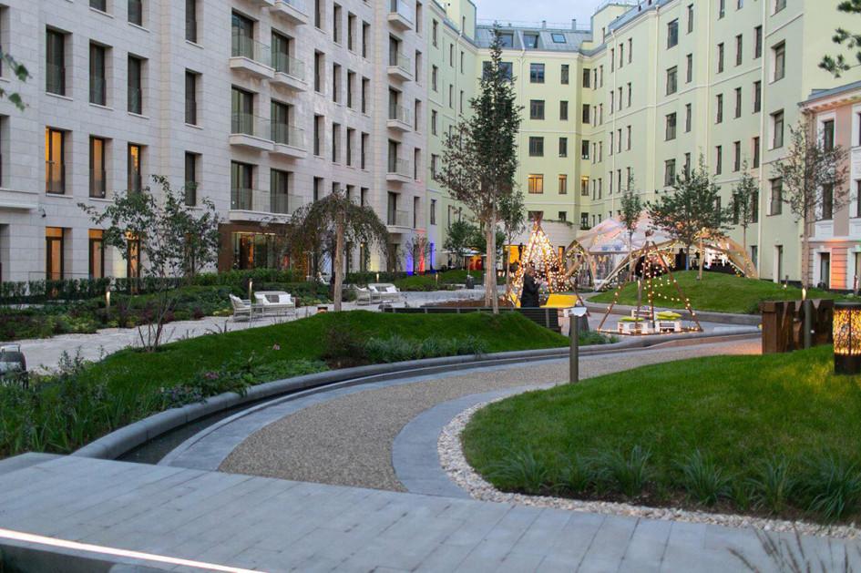 Глэмпинг для клиентского мероприятия во дворе ЖК «Полянка/44»