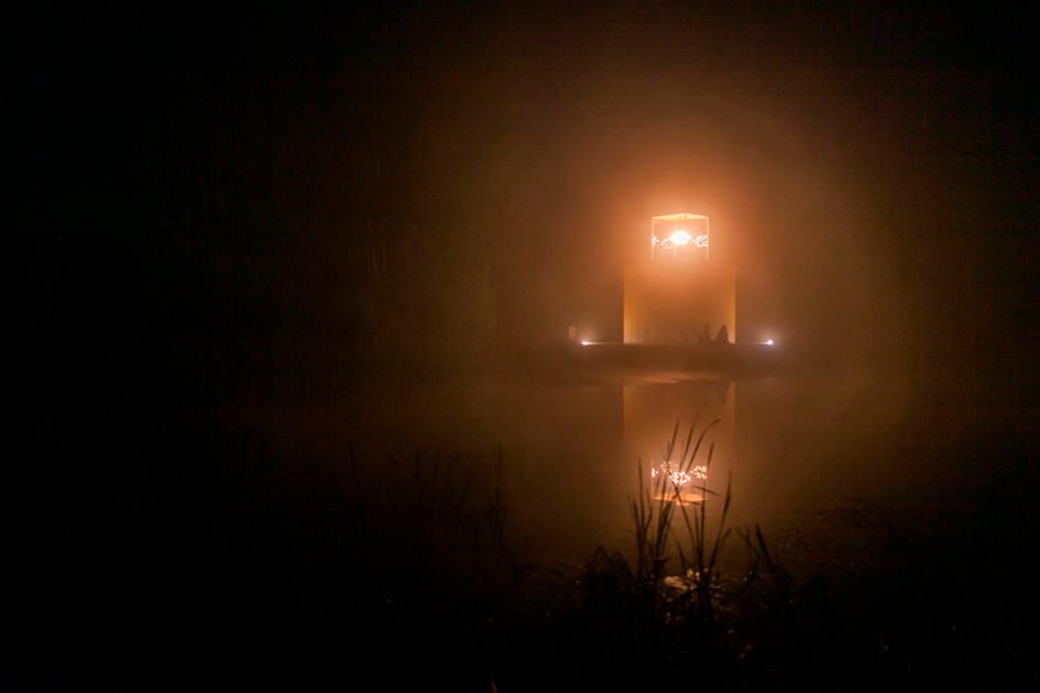 «Дом с люстрой» ночью