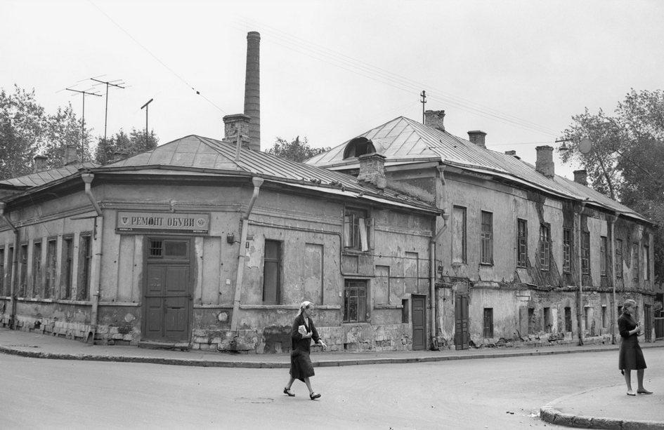 Собачья площадка, на месте которой в середине 1960-х началось строительство проспекта Калинина (ныне — Новый Арбат). 1963