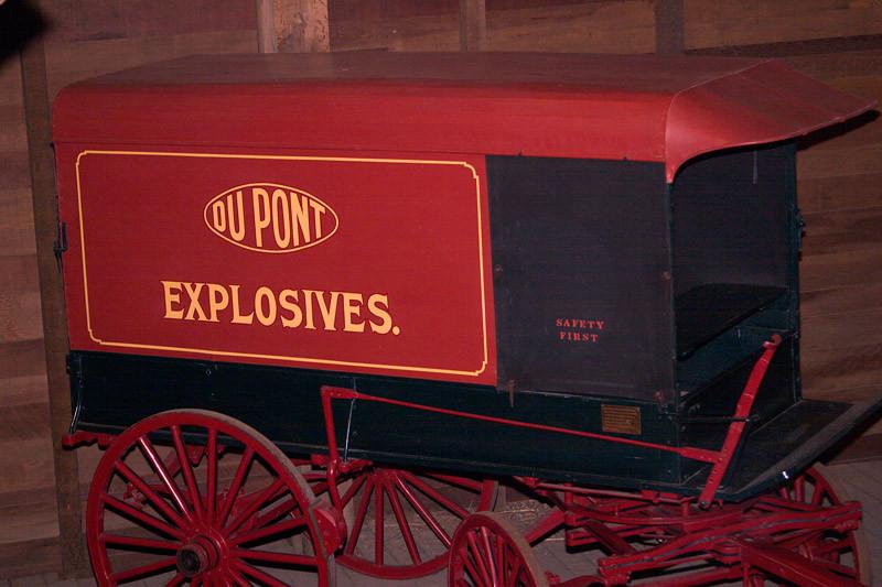 Тележка для перевозки пороха компании DuPont