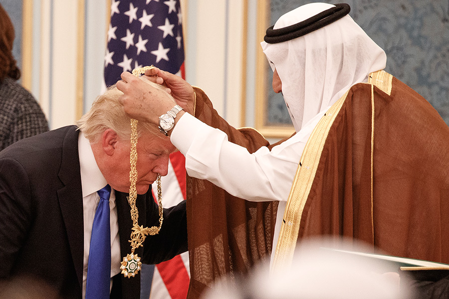 Дональд Трамп и корольСаудовской АравииСалманибн Абдул-Азизаль-Сауд