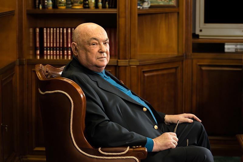 Основной куратор программы строительства 200 храмов — депутат Госдумы и  советник патриарха по вопросам строительства, бывший первый вице-мэр Москвы Владимир Ресин