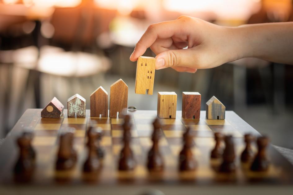 Чтобы понять, почему люди вкладывают деньги в недвижимость, нужно рассмотреть, какие есть альтернативы
