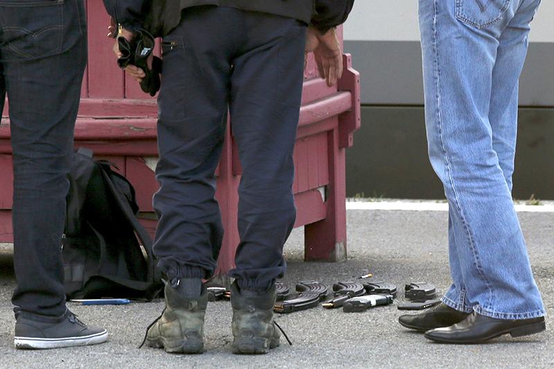 Боеприпасы, обнаруженные в рюкзаке террориста. Ж/д платформа в г. Аррас