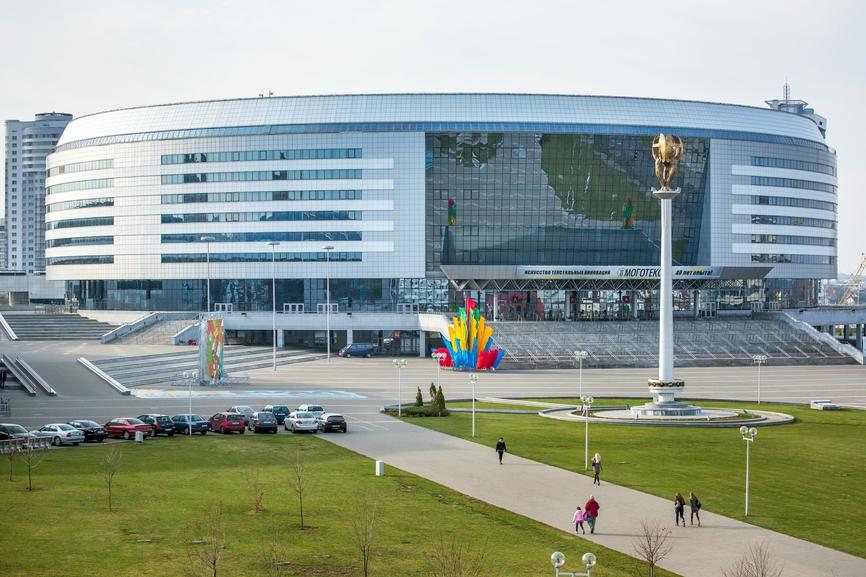 Минск-Арена включает в себя ледовый дворец, велодром и конькобежный стадион