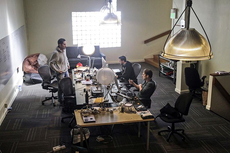 Кевин Систром, Майк Кригер иразработчикШейн Суини вофисе Instagram вСан-Франциско, апрель 2011 года