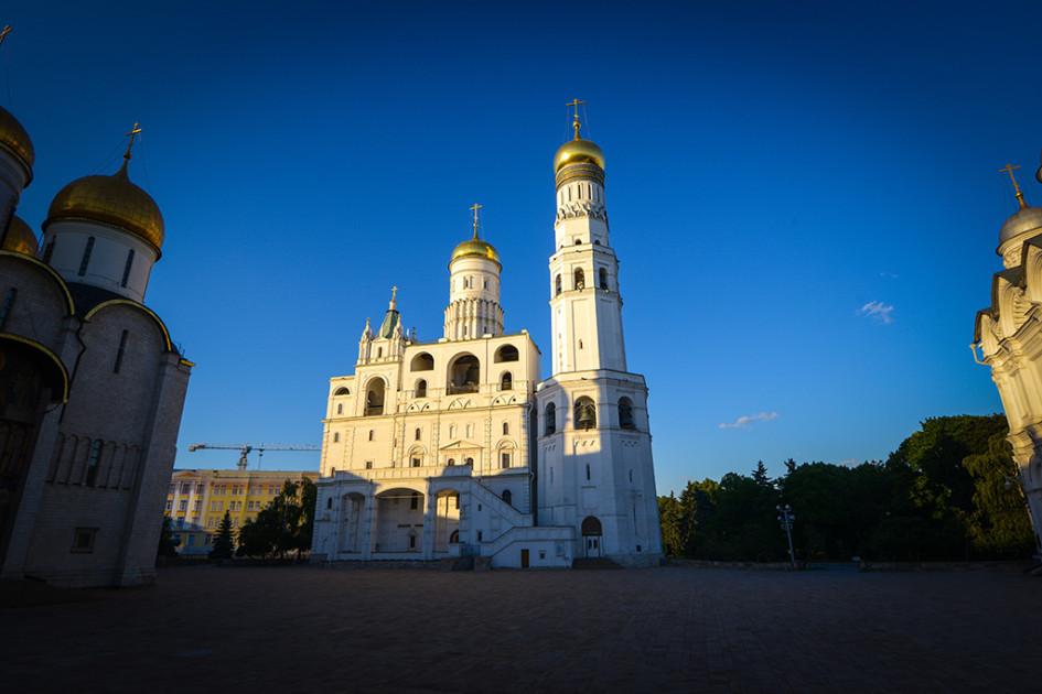 Колокольня Ивана Великого (высота — 81 м) на территории Кремля