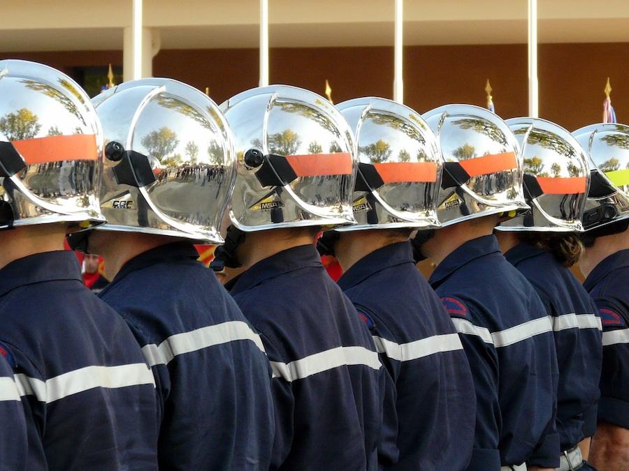 Идею пожарных касок подсказали военные шлемы античных времен