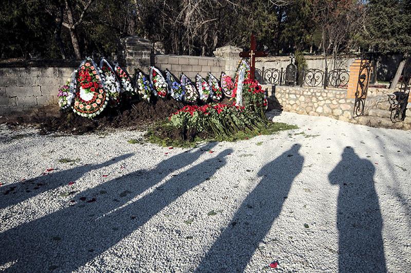 Безымянная могила на Братском кладбище в Севастополе, в которой предположительно похоронен сын бывшего президента Украины Виктор Янукович.