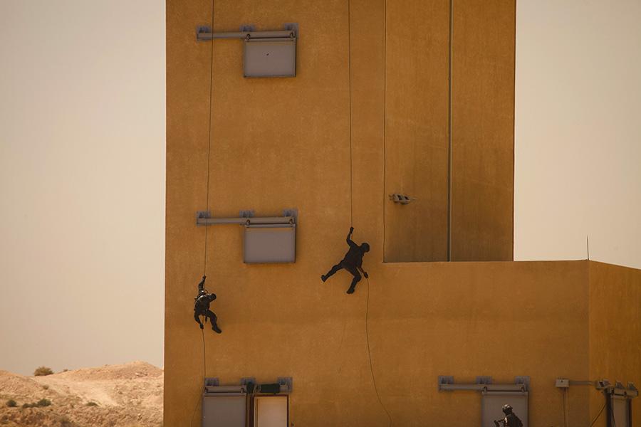 Участники военных ученийв Королевском учебном центре специальных операций в Иордании