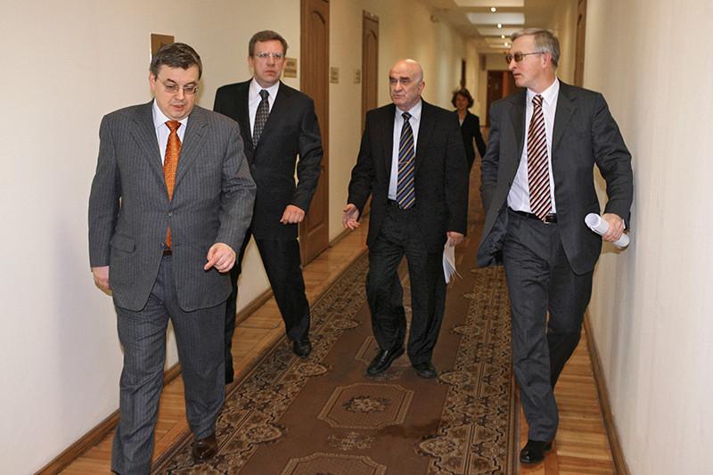 Кузьминов вхож во многие кабинеты в правительстве и администрации президента  На фото (слева направо): Ярослав Кузьминов,Алексей Кудрин, Евгений Ясин, Александр Шохин